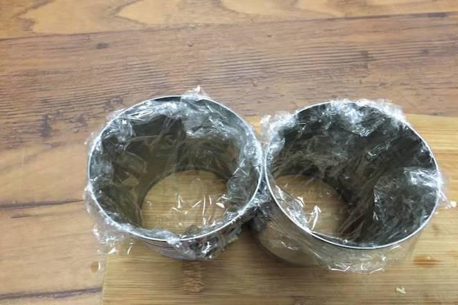 bọc lon kim loại chưa chả chay tàu hũ ky bằng màng bọc thực phẩm