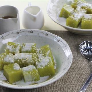 Bánh đúc lá dứa nước cốt dừa