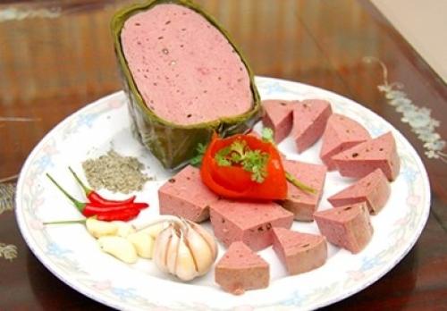 Vietinfo - Phát hiện hàng loạt giò, xúc xích bò 'lên đời' từ thịt lợn