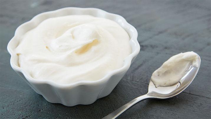 Whipping cream để làm bánh crepe sầu riêng