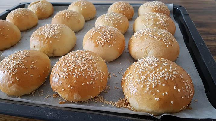 tự tay làm những chiếc vỏ bánh hamburger thơm ngon tại nhà