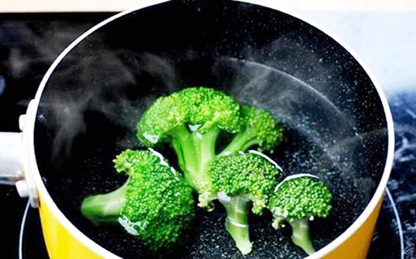 Làm các loại rau xanh hơn khi luộc