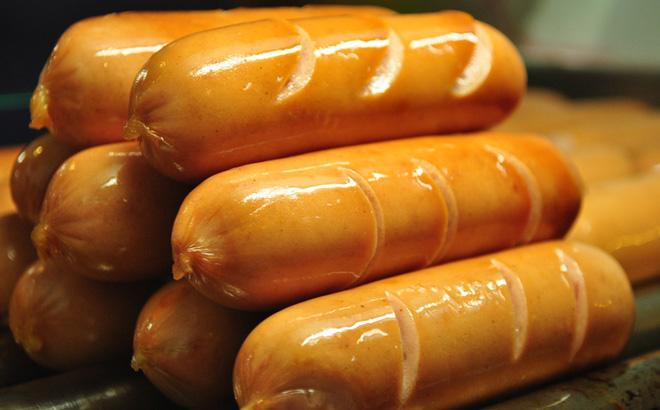 Sự thật gây sốc về loại xúc xích nhiều mẹ Việt thường mua cho con ăn