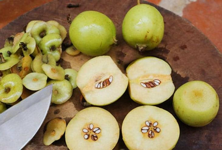 Bước 1 Rửa táo mèo Giấm táo