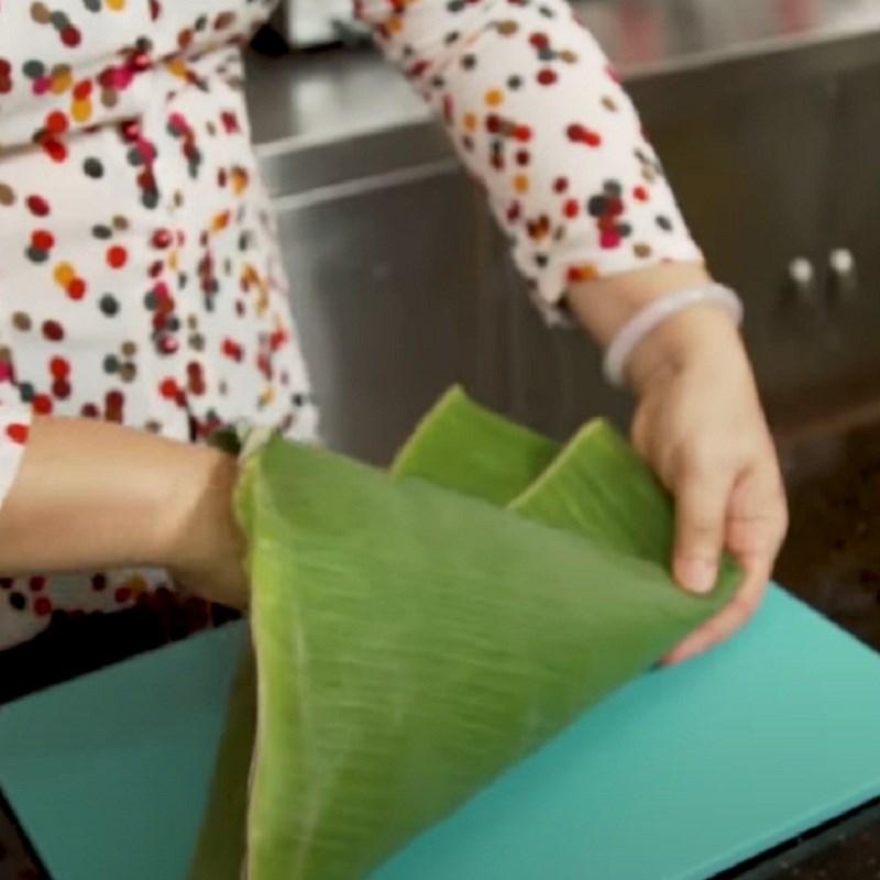 Bước 7 Chuẩn bị lạt và lá gói bánh Bánh ú nhân mặn miền Tây