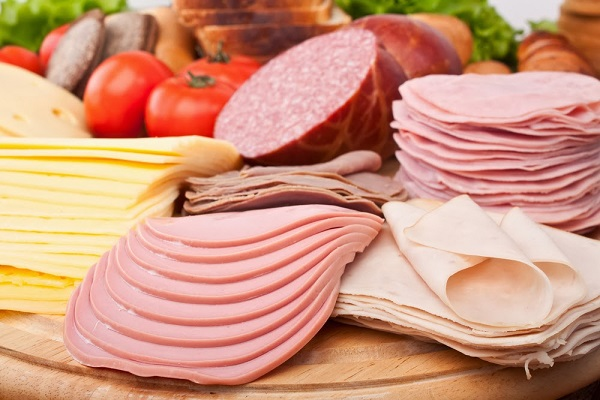 Cảnh báo nguy cơ ung thư từ xúc xích, thịt xông khói