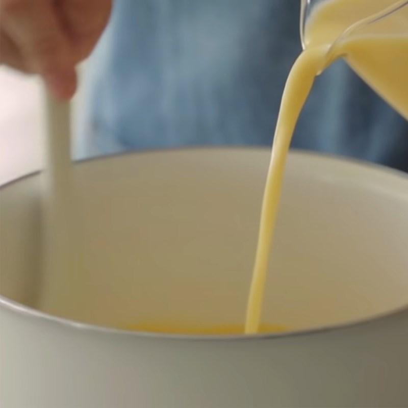 Bước 1 Nấu hỗn hợp custard chuối Bánh bao nhân custard chuối