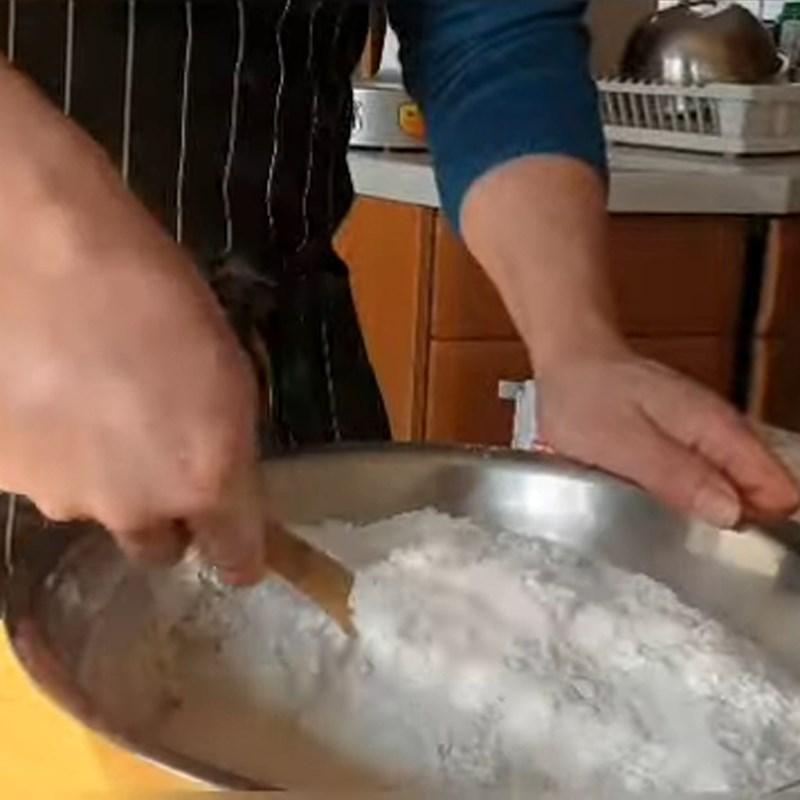 Bước 1 Trộn bột bánh Bánh bao nhân thịt miến